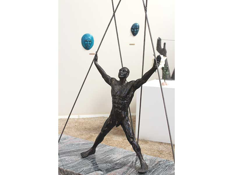 crucifixion_corps-sculpture